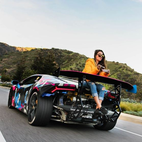 lamborghini-girl-eats-her-cereal-on-the-back-of-a-raging-huracan-124803_1.jpg